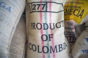 """<span class=""""entry-title-primary"""">Domini .CO: come e dove registrarne uno</span> <span class=""""entry-subtitle"""">Il TLD ufficiale della Colombia è sfruttabile per molti altri scopi</span>"""