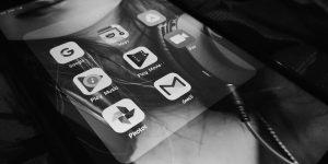 """<span class=""""entry-title-primary"""">Google Play permetterà alle app di telefonare ed inviare messaggi solo se necessario</span> <span class=""""entry-subtitle"""">Un interessante giro di vite sulla sicurezza da parte di Google Play</span>"""