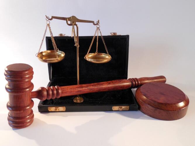 Hosting secondo la legge: attivo, passivo o neutrale? (Guide)