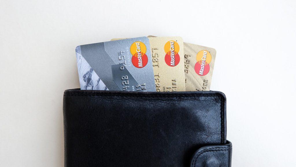 Esposti dati del 2013 di varie carte di credito: falla informatica risolta sui server di 3 siti di booking (News)