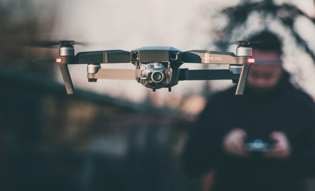 Droni: cosa sono, quali tipi esistono e come si usano (Guide, Fuori dalle righe)