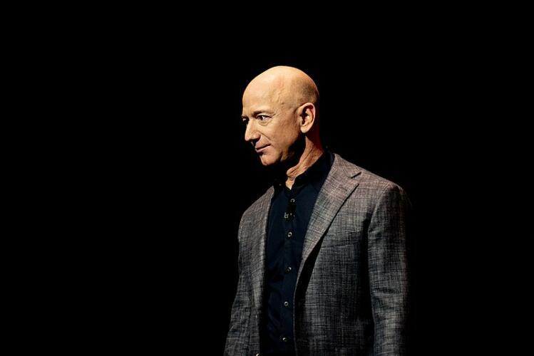 Jeff Bezos: Amazon e ricchezza (News, Fuori dalle righe, Zona Marketing)