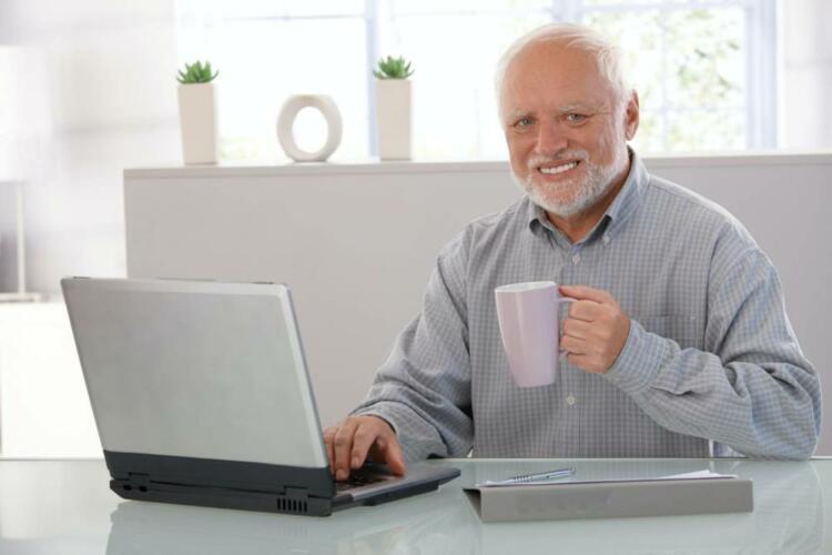 Il meme dell'anziano sorridente: chi si cela dietro Hide the Pain Harold. (News, Fuori dalle righe)